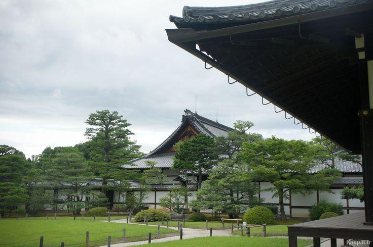 La visite de Nijojo, le château autrefois impérial (au XIXe), offre une parenthèse inattendue entre la visite des innombrables temples de Kyoto. Situé en plein cœur de l'ancienne capitale japonaise, il s'étale sur 27...