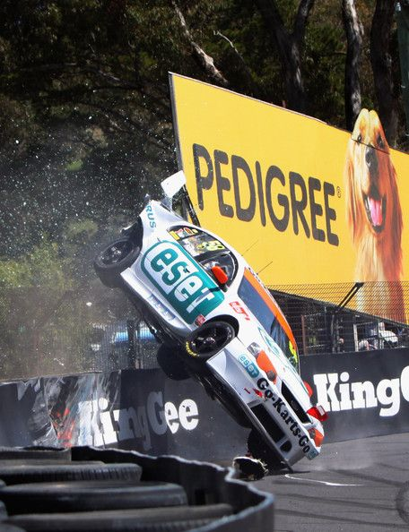 V8 crash at Bathurst