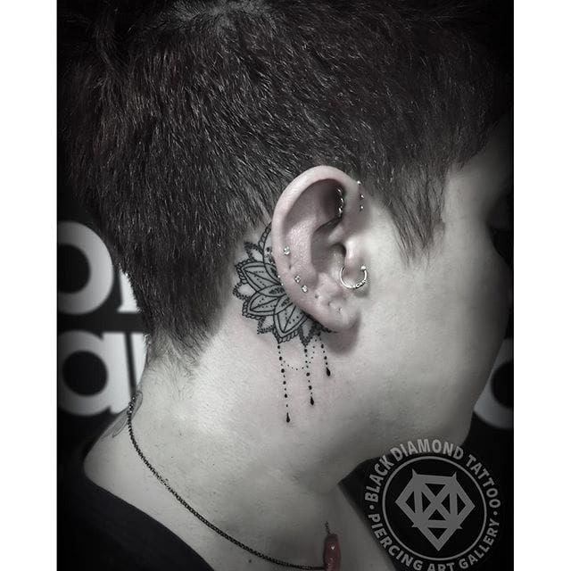 Les 40 meilleures images du tableau tatouage derri re l 39 oreille sur pinterest tatouage oreille - Tatouage derriere oreille douleur ...