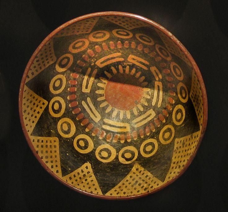 www.gogoanhalzer.com  PLATO PRECOLOMBINO Plato precolombino de la cultura Carchi.  PRE-COLOMBIAN PLATE This Pre-colombian plate belonged to the Carchi culture.   Foto: Museo Colección Anhalzer - Valdivieso