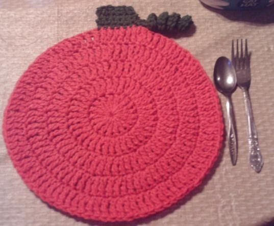 Round placemat-  Pumpkin: Orange and green yarn  Crow: Black and yellow/gold yarn  Scarecrow: Aran and hat color of choice   Chain 5  ...