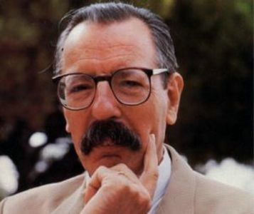 - Jean Joseph Bouise (1929 -1989).Il est né au Havre. Il commence par le théâtre avec Planchon il fera partie du TNP avant de se lancer dans le cinéma. Grand moustachu, portant des lunettes, c'est une figure bien connue du cinéma français où il joue souvent...