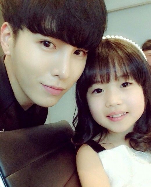 "No Min Woo Takes Cute Selca with ""God's Gift – 14 Days"" Child Actress"