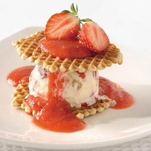 Recept - Wafels met strawberry cheesecake-ijs - Allerhande