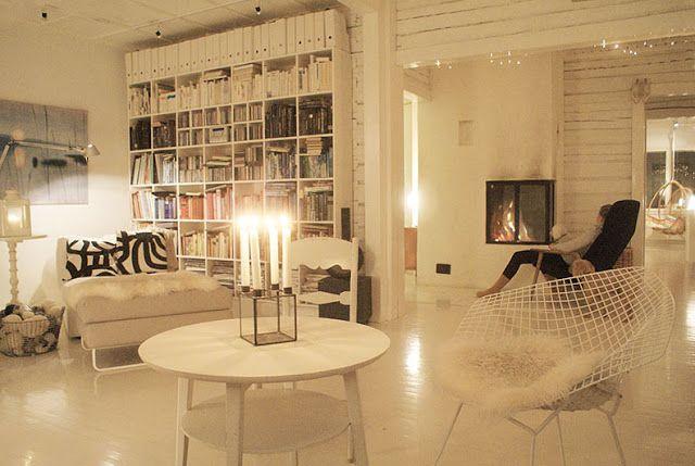 Rakas vanha valkoinen taloni