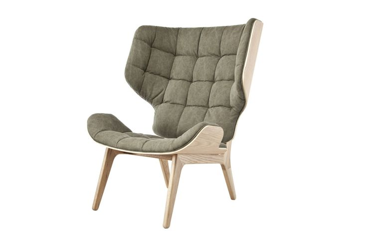 Mammoth er en moderne øreklapstol i egetræs finer og massivt egetræ. Sæde og ryg er skabt ud af samme presseform, hvor stolens tilskæring giver dens signatur. Stolen har en forenklet produktion, hvor der har været fokus på at lave en enkel og stilren stol, der samtidig fremstår ikonisk og komfortabel. Designet for Norr11 af af Knut …