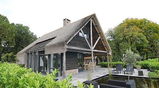 1000 idee n over modern huis exterieur op pinterest moderne huizen ontwerpen huis buitenkant - Buitenkant terras design ...