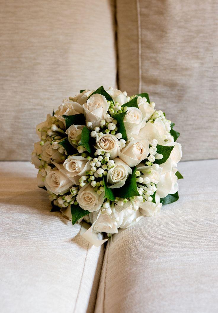 Beautiful beige bouquet #NelloDiCesarePhotography #bouquet #roses #flowers #wedding #WeddingPlanner