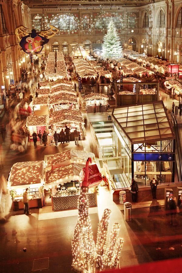 Christkindlimarkt Zürich (Rail City). Christmas market at the Railroad station in Zurich