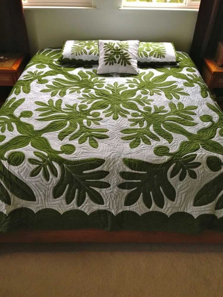 Hand Painted Ulu Leaf Queen Size Hawaiian Style Quilt Front View