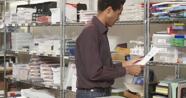Como reduzir as despesas com material de escritório. A redução dos gastos com o abastecimento do escritório é uma das maneiras mais fáceis de cortar despesas no seu negócio, economizando dinheiro. Os materiais de escritório podem aumentar rapidamente. Embora eles não pareçam custar muito, ao longo do tempo, pequenas compras frequentes somam centenas ou milhares de reais. Reduzir esse tipo de estoque ...