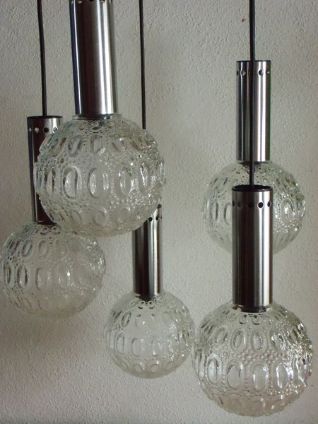No living room without a lamp arrangement like this one....