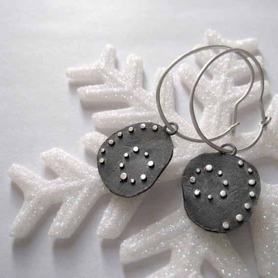 Modern dangle dots earrings. Sterling silver by applenamedD