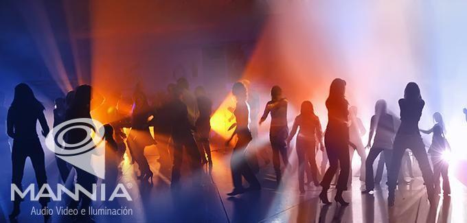 La música e iluminación son la mejor compañía al momento de bailar. #Cancun #RepúblicaDominicana #EventosMannia
