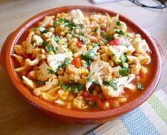 Erg lekkere en voedzame tajine die binnen een uur op tafel staat. Weer een fijn recept uit het kookboek Vegetarische tajines & couscous van Ghillie Basan.