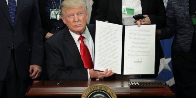 Donald Trump firma la orden ejecutiva para levantar el muro con México - Mundo Euro Latino