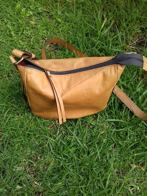 Mira este artículo en mi tienda de Etsy: https://www.etsy.com/es/listing/400923903/leather-handbag-messenger-type-hand-sewn