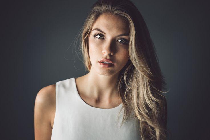 "Paulina - <a href=""https://www.facebook.com/martinkuehnfotografie"">Visit me on FACEBOOK</a>"