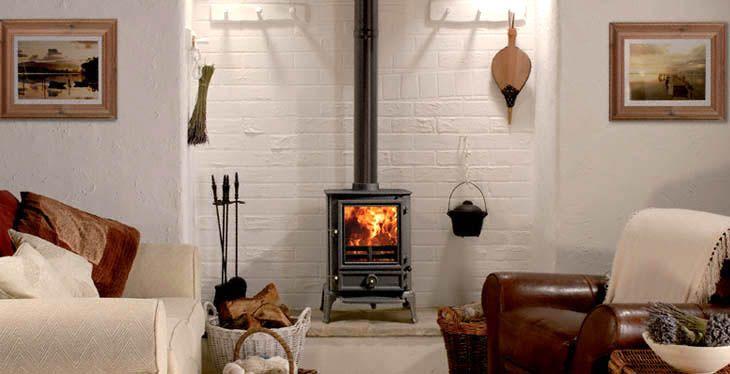 Stovax Brunel 2CB.  U kunt bij `t Stokertje kiezen uit vrijwel alle merken en soorten houtkachels, gaskachels en schouwen, variërend van zeer modern tot nostalgisch of klassiek. Kom langs en overtuig uzelf. #hout #haard #kachel #houthaard #houtkachel  #houthaarden #houtkachels #kamin #holzofen #stove #stoves #woodstove  #warm #warmte #sfeer #gezellig #verwarming #vuur #vlammen #stoken #stokertje #stovax #brunel #2CB