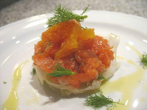 Ricetta Tartare di salmone marinato con insalata di finocchi e arance