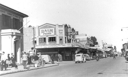 East Gosford,on the central coast of New South Wales,just north of Sydney in 1948.A♥W