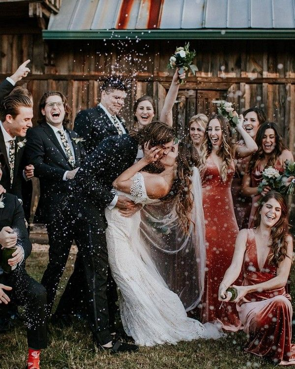 20 Must-Have Wedding Photo Ideas with Bridesmaids and Groomsmen