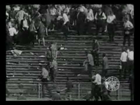 Ryszard Siwiec byl polský účetní, který se 8. září roku 1968 upálil na protest proti invazi armád Varšavské smlouvy do Československa. Zemřel po 4 dnech v důsledku popálenin. Ryszard Siwiec was a Polish accountant, who was the first person to set himself on fire in protest against the Soviet-led invasion of Czechoslovakia in 1968. He died in hospital four days later.