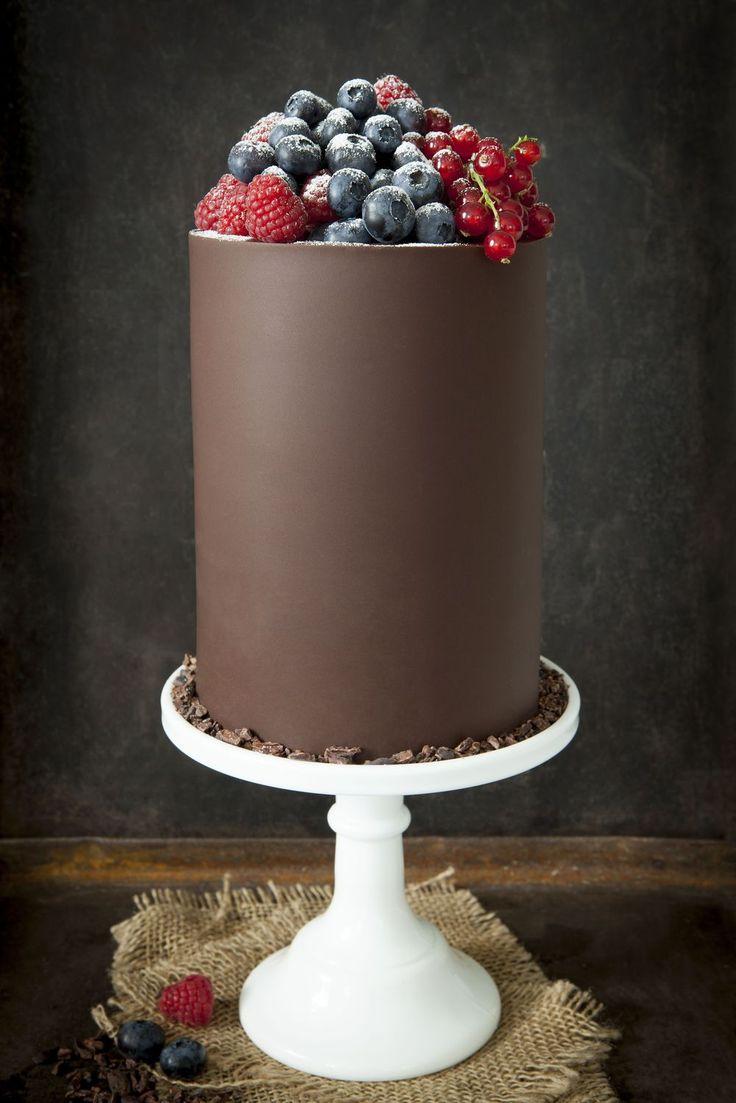 Trippel Chokladtårta med Hallon, Blåbär & Röda Vinbär - made   by   mary