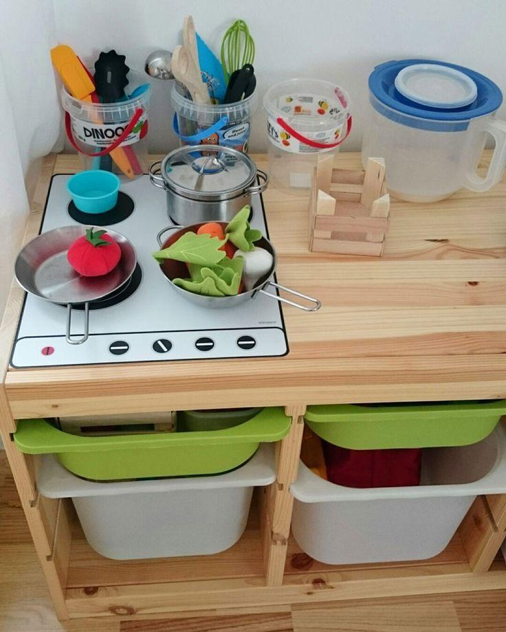Amanda hat uns dieses tolle Kinderzimmer Bild mit dem Limmaland Ceranfeld auf dem IKEA TROFAST Regal geschickt.