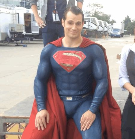 ATTENTION, ATTENTION. Henry Cavill did the Ice Bucket challenge (oh yeah and Amy Adams too) and it was STUPENDOUS.