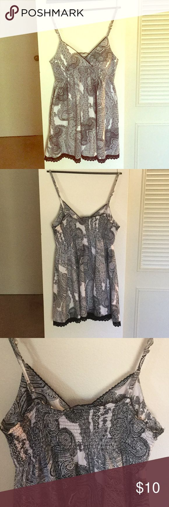 Summer dress 👗 Beautiful easy light spring dress. Size large. Cut tags off. Not sure brand . Lightly padded built in bra top . Tribal bead accents;) black and white paisley print. Throw on and go to the beach ;) Dresses Midi