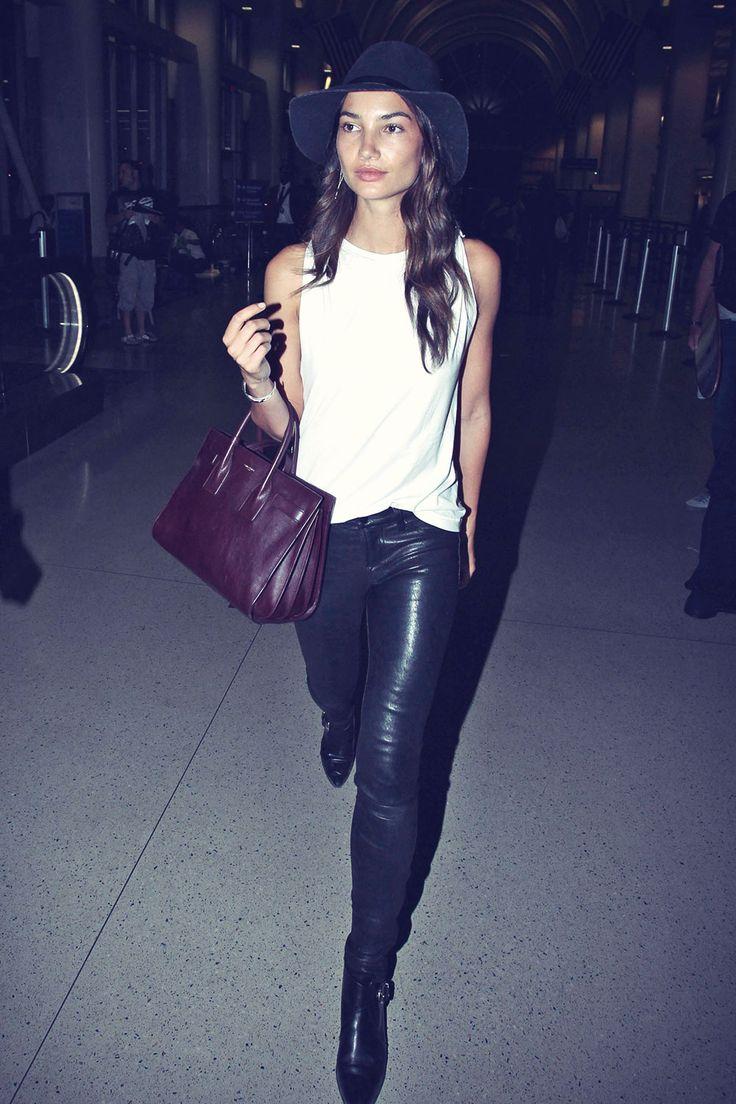 Lily Aldridge at Los Angeles International Airport Lederjeans