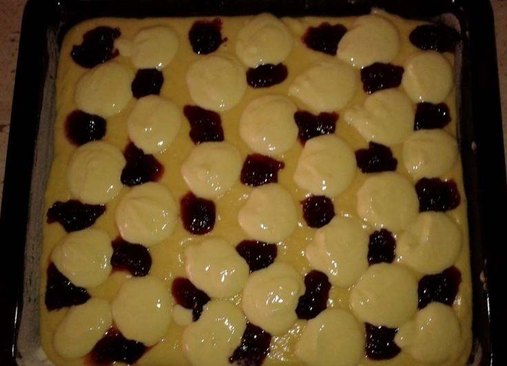 Propadáváný koláč s povidly a tvarohem