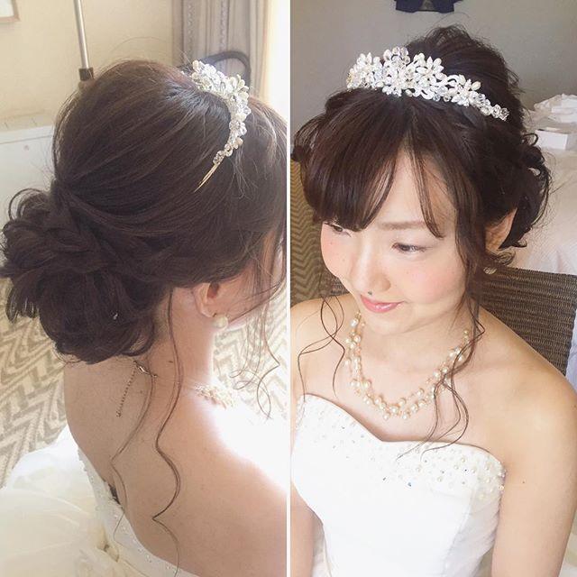 サイドに編み込みをプラスしたフェミニンなシニヨン 柔らかい雰囲気で #hawaii#hairmake#hairarrange#makeup#weddinghair#hawaiihairmake#weddingphoto#photoshooting#TheTerraceByTheSea#53ByTheSea#TAKAMIBRIDAL#テラスバイザシー#タカミブライダル#ハワイウェディング#ハワイヘアメイク#ウェディングヘア#ヘアメイク#ヘアスタイル#ヘアセット#ヘアアレンジ#花嫁#プレ花嫁#オシャレ花嫁#ウェディング#美容師#ティアラ#おくれ毛#編み込み