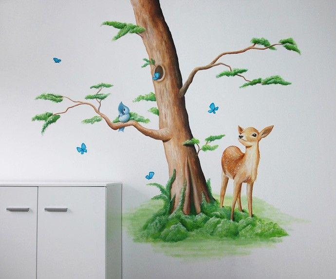 Bosdieren kinderkamer muurschildering. Ontwerp en realisatie door BIM Muurschildering. Lief hertje en vlinders. Mural painting dear,  tree,  butterflies.