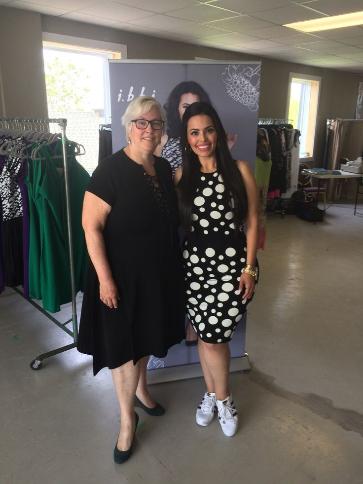 @rosiemercado with our drawing winner from yesterday. There will be one more winner today! Good Luck! #Ibbi #CurvyGirls #PlusSizeModels #PlusSizeFashion #PlusSize #ibbiwoman #ibbiworld #iamsizesexy #psstyle #PlusSizeModels #mtlplusfw #mtlplusfashionweek #montrealplusfashionweek