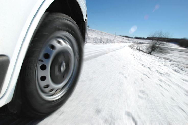 288-Michelin-Agilis-CrossClimate The tyre's tread blocks' bi-directional sipes provide cutting edges which bite into snow. http://news.michelin.co.uk/michelin-launches-agilis-crossclimate-van-and-light-truck-tyre-for-safe-driving-in-all-weather-conditions