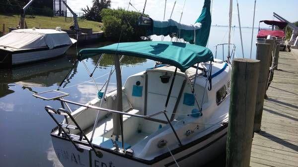 En venta de Ocasión Hunter Cherubini 27' Sailboat with dock option.