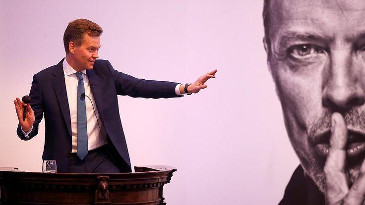 Promi-News des Tages: Auktion von Bowies Kunstsammlung übertrifft Sotheby's-Erwartung deutlich