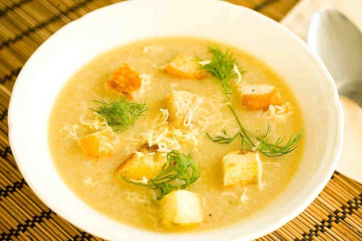 Zupa cebulowa z serem i grzankami