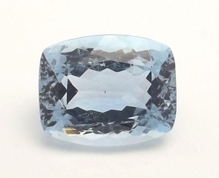3.10 carat Natural Aquamarine with a beautiful blue clolor #aquamarine #gemstone #gem #aqua #blue