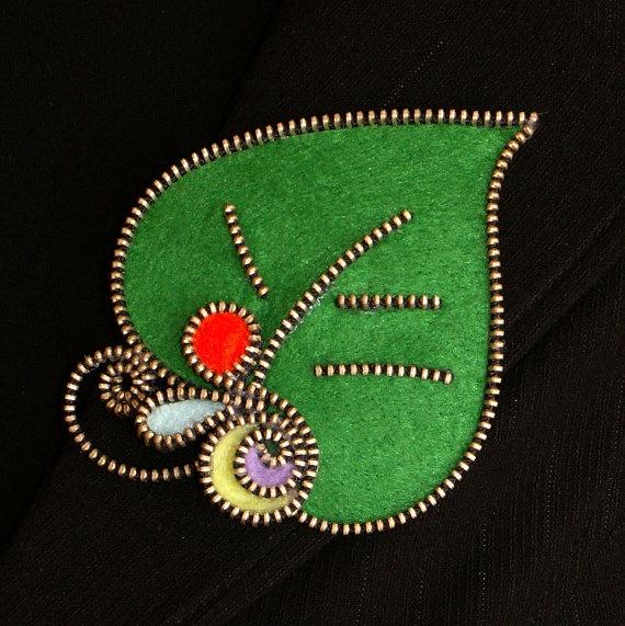Green Leaf zipper and felt handmade brooch by 3latna on Etsy, €9.00