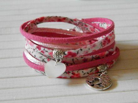 Joli bijou pour petite fille : bracelet double-tours multi-liens en tissu , sudéine et cordons en nylon satinés.  Idéal pour offrir à l'occasion d'un anniversaire par exemple - 16068529