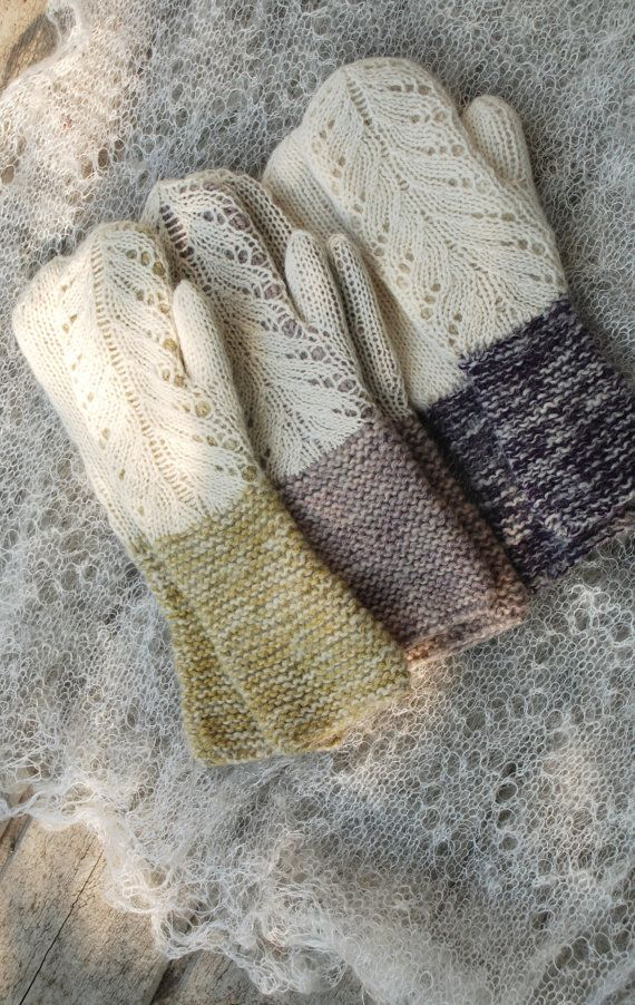 Hand knit lace mittens in natural white and olivegreen. You can see my Hilda mittens collection in my blog: