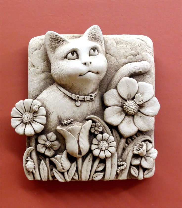Beautiful handmade plaque featuring a kitten in a flower bed - Handmade by Carruth Studio, Waterville, OH