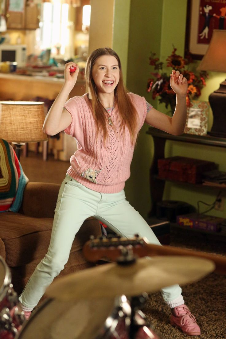 Sue Heck Played by Eden Sher   The middle   Pinterest