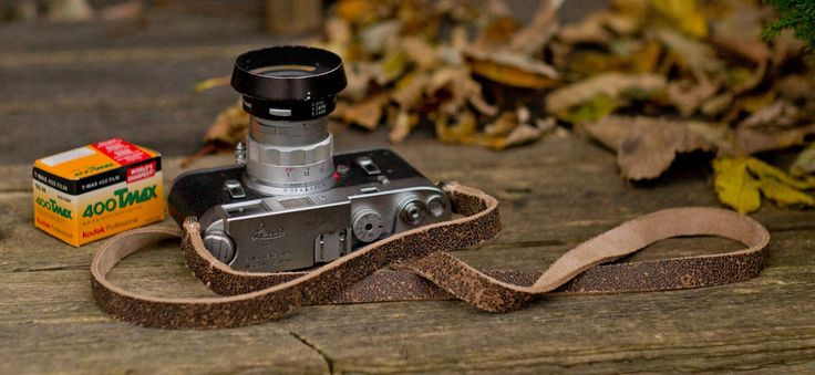 Nevada camera strap for the classic look lovers! The perfect pair for film Leica M cameras , but of course looks and feels great on any M.