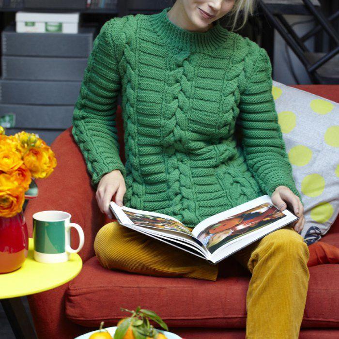 Les explications du pull tricoté vert avec des torsades.