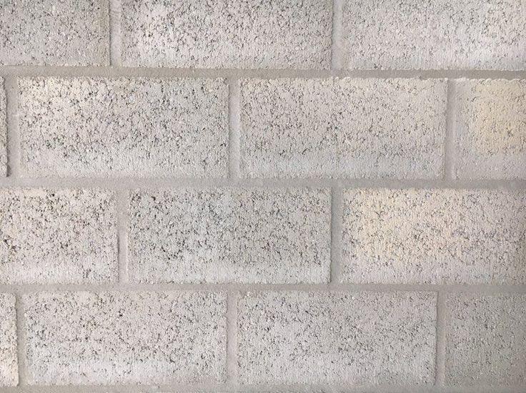 Vlak. Ruwe bakstenen die samen een muur vormen.