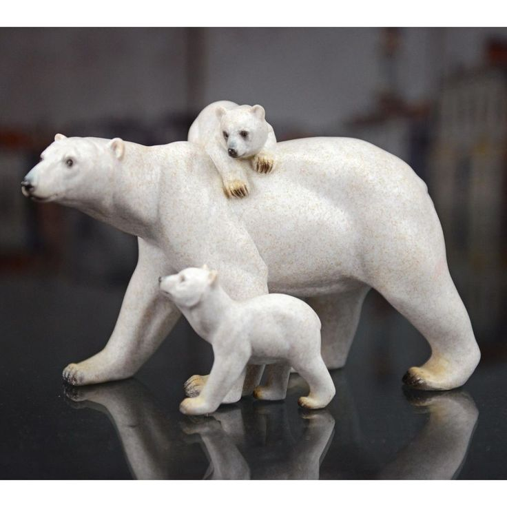 POLAR BEAR FAMILY COUNTRY COTTAGE CABIN RESIN TABLE DECOR NEW BEARS 11X5X7 IN.